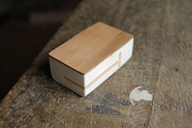 バターケース No.37 / スギの木と陶器の画像1枚目