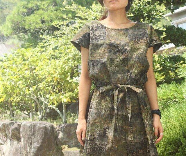 紬のフレンチ袖ワンピース・リボンつき(森の柄・M)の画像1枚目