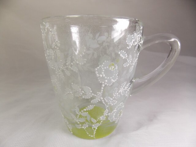 白薔薇のマグカップ・可愛いいドット仕上げKiの画像1枚目