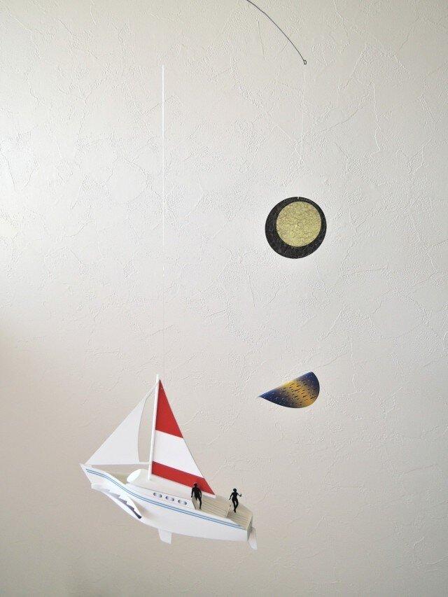 月光とヨットの画像1枚目