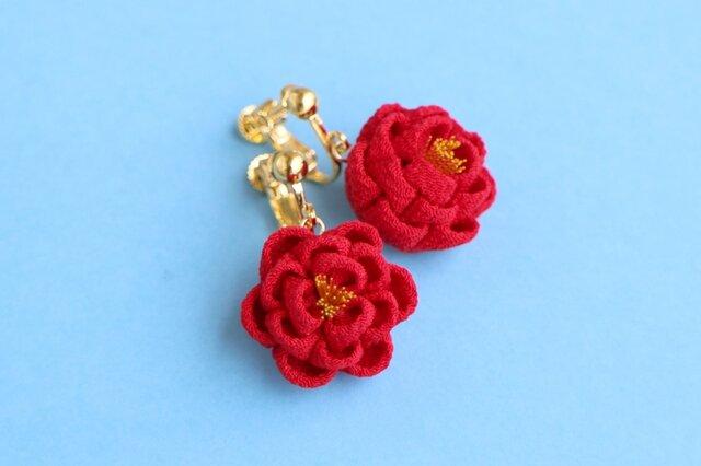 正絹 ほんわり椿のイヤリング 赤 つまみ細工の画像1枚目