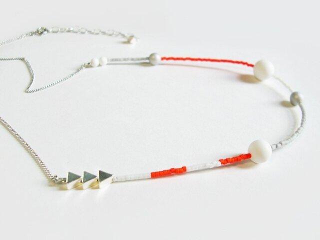 (再販)ネオンオレンジとマット白のネックレスの画像1枚目