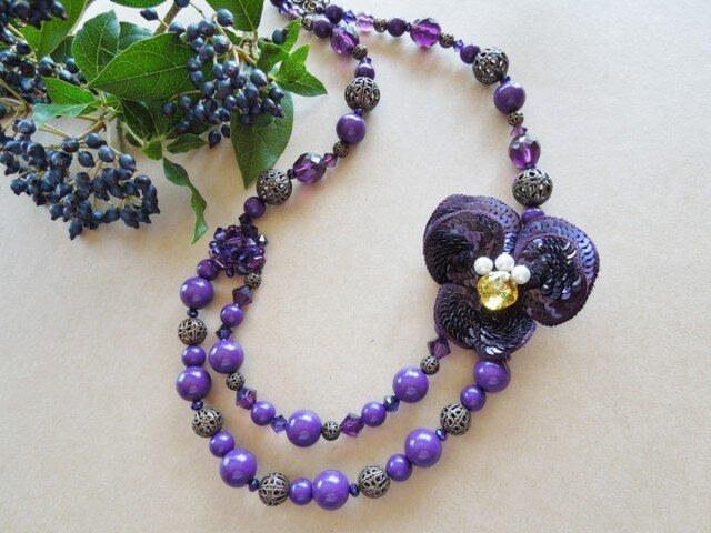 すみれの花モチーフのネックレスの画像1枚目