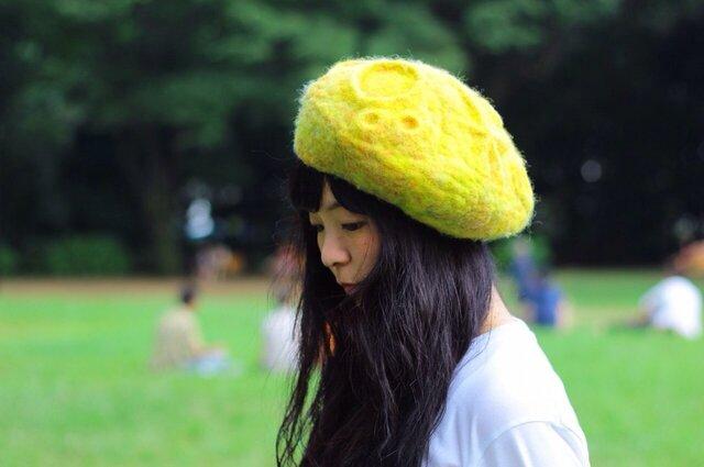 羊毛フェルトの月面ベレー帽の画像1枚目