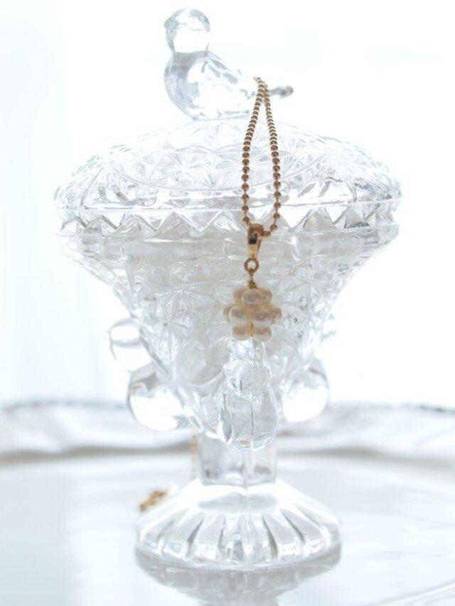 つやつや  ホワイトパールの、お守りネックレスの画像1枚目