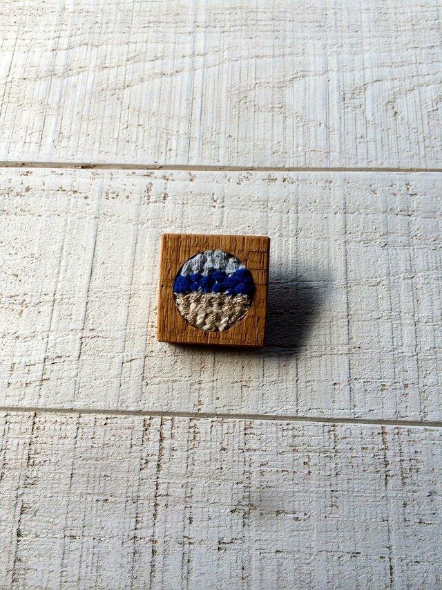 木と裂き織りのブローチ 角丸03の画像1枚目