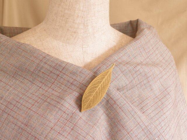 木彫葉っぱのブローチ [ホオ] (LBR-1)の画像1枚目