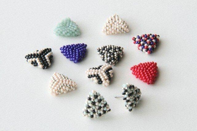 選べるビーズ編みのさんかくピアス[PB15-20]の画像1枚目