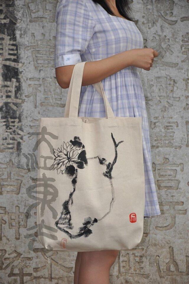 水墨画石、菊のエコバッグの画像1枚目