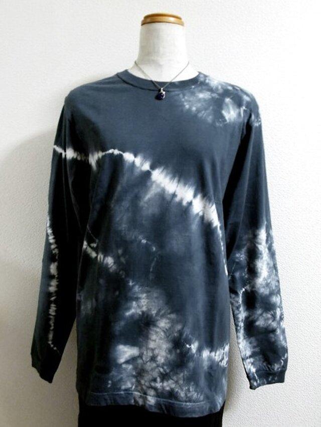 長袖Tシャツ(斜めライン絞り染・紺)の画像1枚目