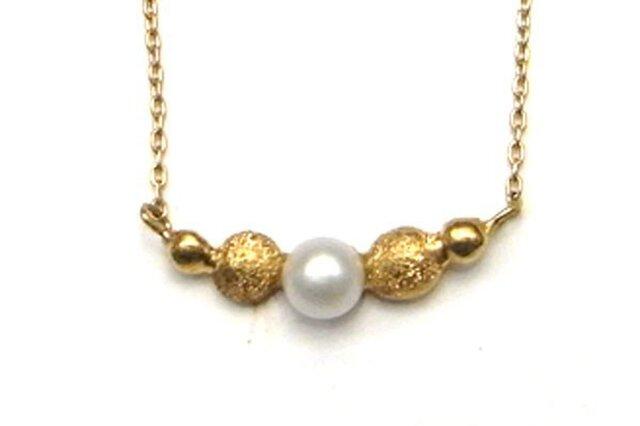 フロッキーゴールドxパールのネックレスの画像1枚目
