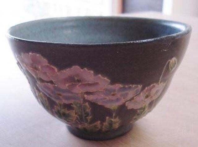 黒い器 抹茶碗 ポピー 群生の画像1枚目