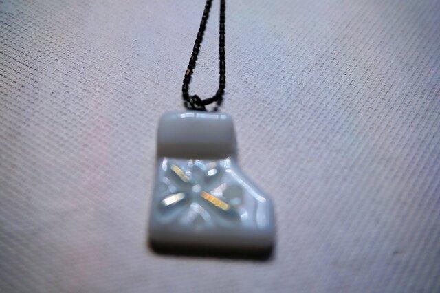 ガラスのサンタブーツペンダント (白)の画像1枚目
