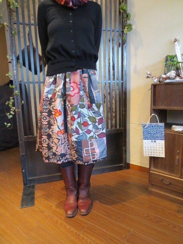 着物リメイク☆渋可愛いピンク系銘仙色々パッチ☆ブーツに合わせて♪の画像1枚目