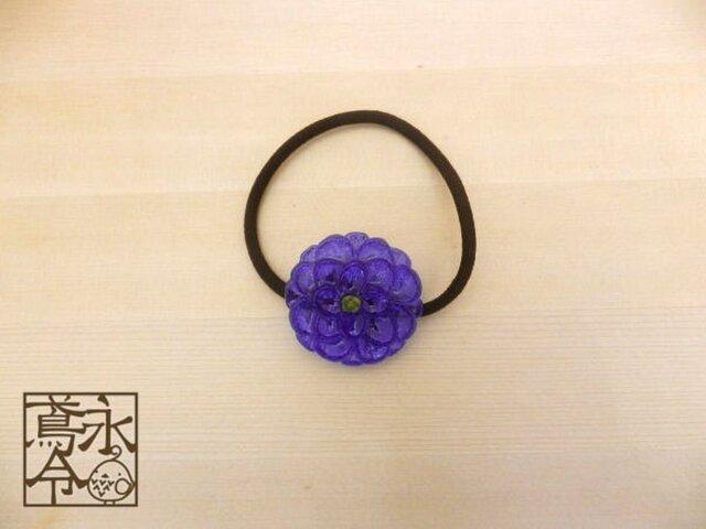 髪ゴム 青色の大きめの丸い花の画像1枚目