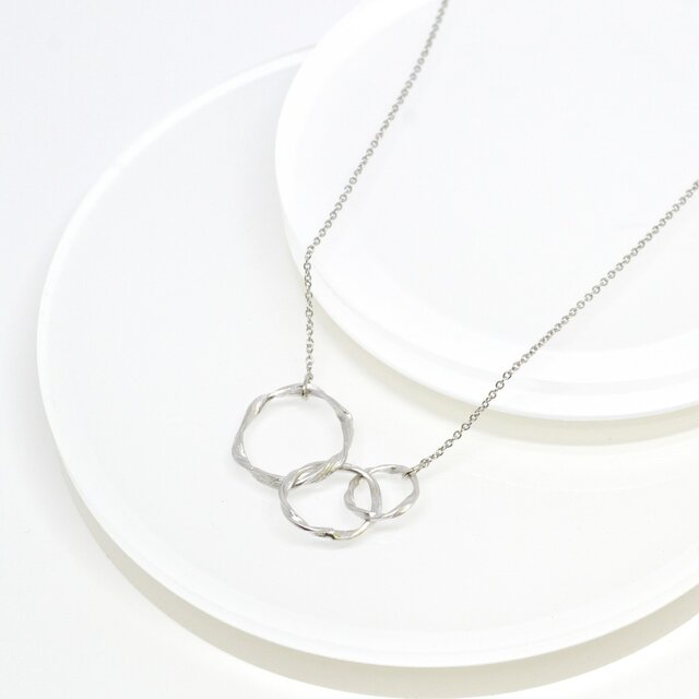 Twist Circle Necklaceの画像1枚目