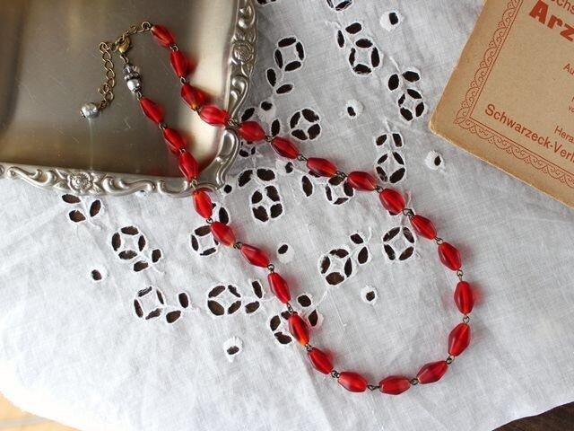 【 S様のご予約品 】ヴィンテージ 柘榴・赤い実のネックレスの画像1枚目