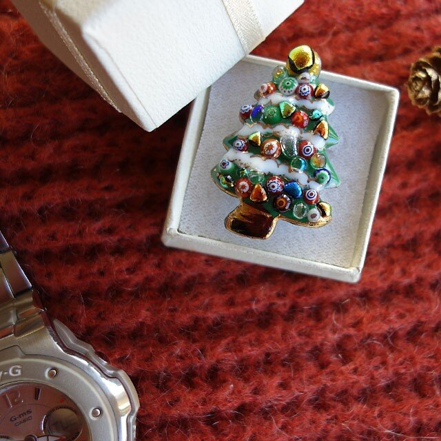 七宝焼ピンブローチ(,ピンズ) クリスマスツリー(2)雪の画像1枚目