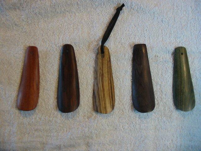 ゼブラウッドの木製靴べら 写真中央の画像1枚目