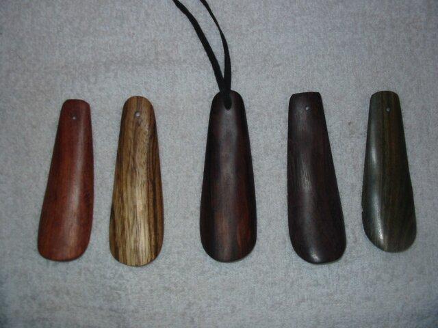 ホンジュラスローズの木の靴べら 写真中央の画像1枚目