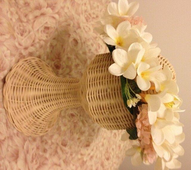 プルメリアの花冠とリストブーケ、ブートニアの3点セットの画像1枚目