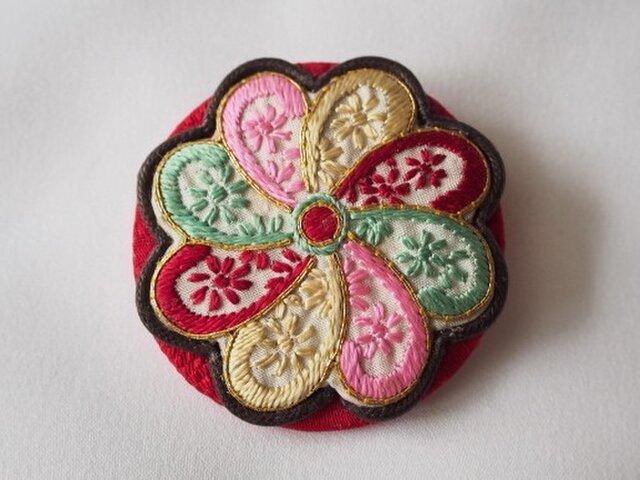 猫「ブローチ」ヴィンテージ手縫い・京刺繍の画像1枚目