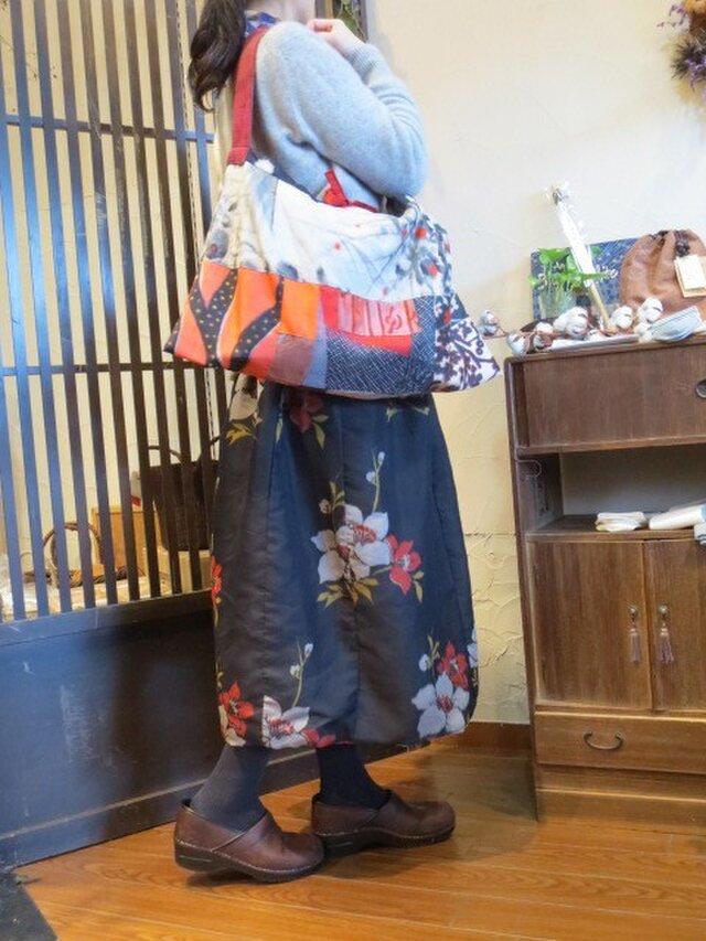 春模様銘仙と「はちはち」さんの染め布でキュートショルダーバッグの画像1枚目