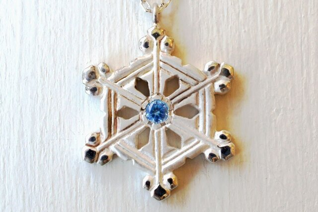 ❄冬限定❄雪の結晶ネックレス(枝の付いた角板・変形)の画像1枚目
