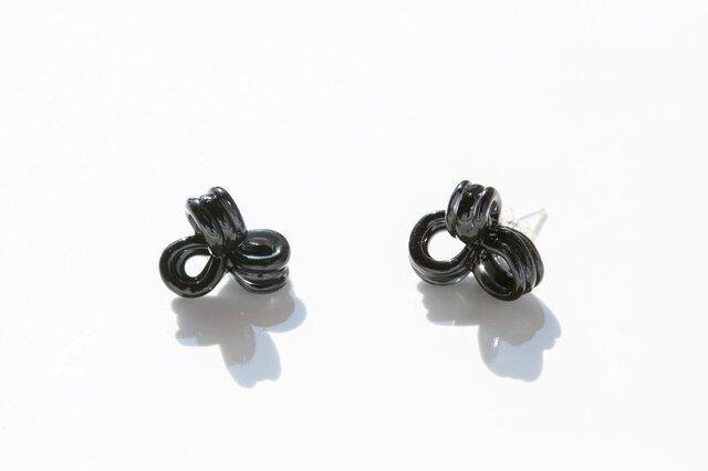 くるくるリボンピアス イヤリング ブラック(シルバ−925)の画像1枚目