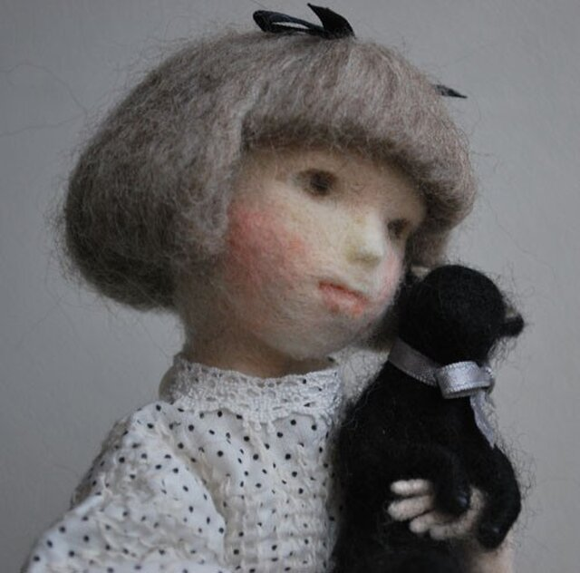 黒猫を抱くアリスの画像1枚目