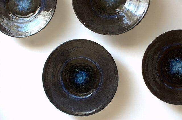 壁飾りにもなる小皿の画像1枚目