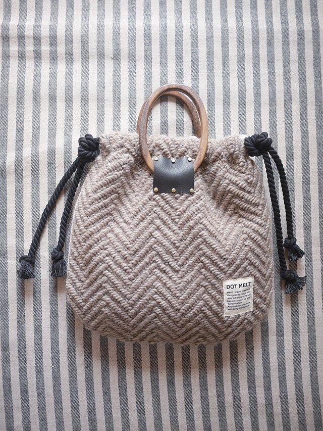 wood handle knit bag <charcoal>の画像1枚目