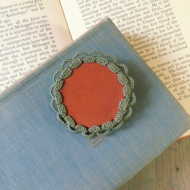 Leather&Crocheted lace Brooch(カーキ)の画像1枚目