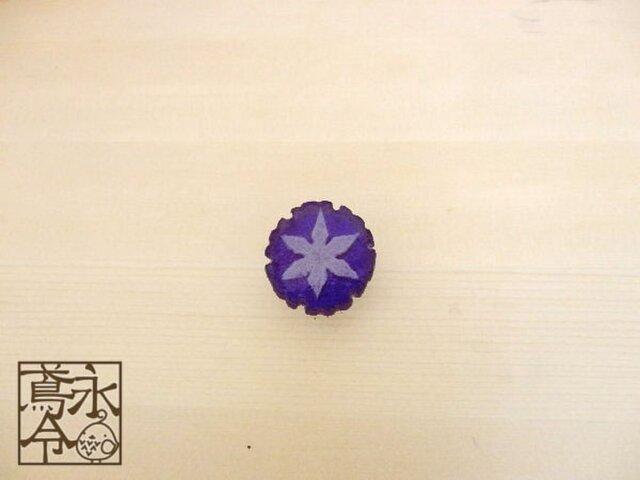 帯留 青色の雪輪に白色の雪の結晶の画像1枚目