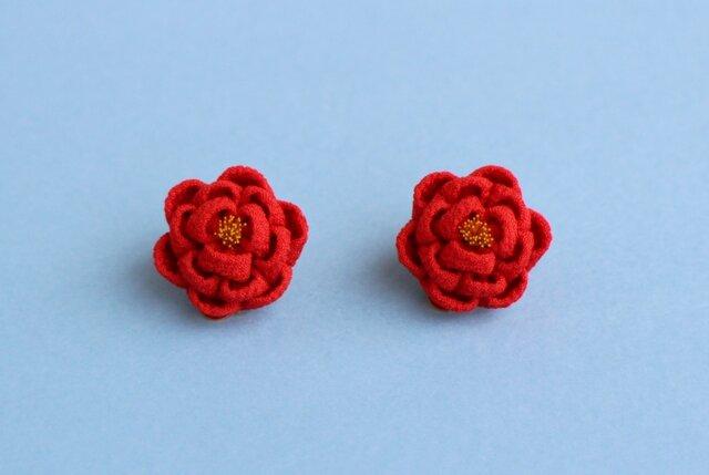 ほんわり椿のイヤリング ぱちっとタイプ 赤 つまみ細工の画像1枚目