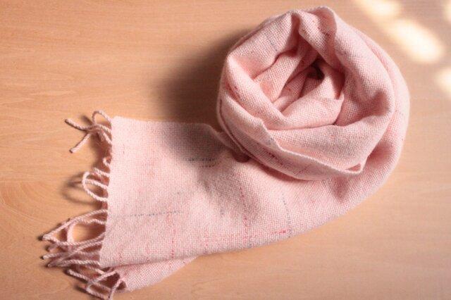 手織り アンゴラ混マフラー 薄いピンクにラインの画像1枚目