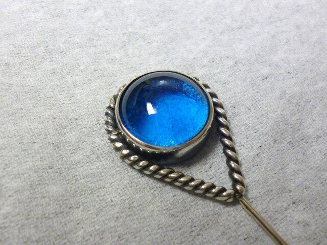青いひとつ目のピンブローチの画像1枚目