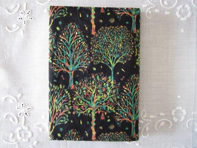 リバティプリント 文庫用(The Artist's tree C)の画像1枚目