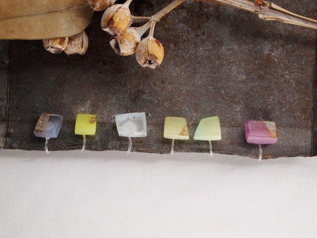 虹の欠片 イヤリング 黄緑(片耳)の画像1枚目