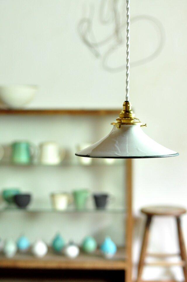 陶器のランプシェードの画像1枚目