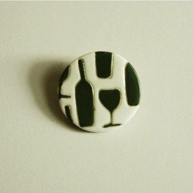 磁器ブローチ・丸 ワインとグラス 濃いグリーンの画像1枚目
