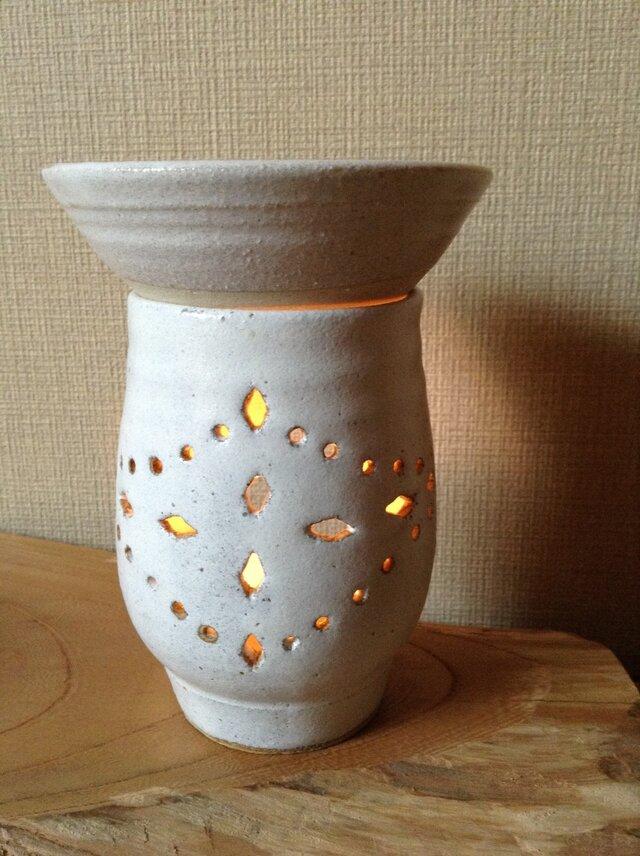 茶香炉ー白釉薬瓔珞紋(ようらくもん)の画像1枚目