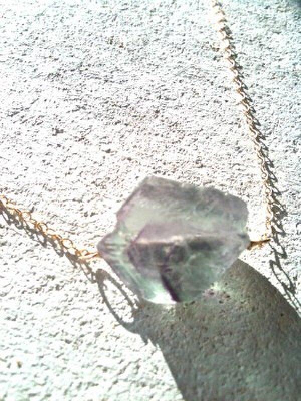 ラフロックフローライトのネックレス 紫ラインの画像1枚目