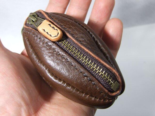 鹿革のラグビーボールコインケースの画像1枚目