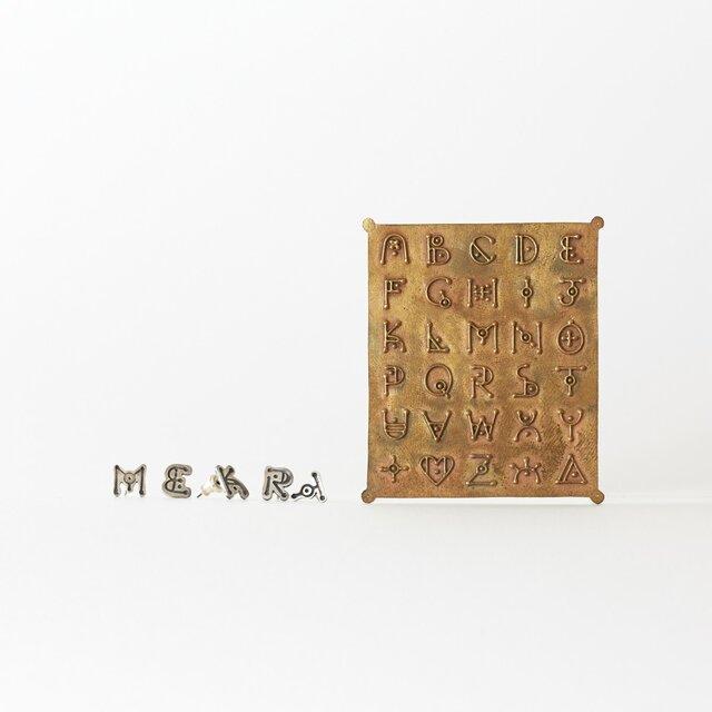 【受注生産】4zk alphabet font  p.earringsの画像1枚目