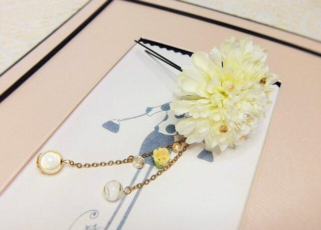 花かんざし(Uピン) ポンポンマム チャーム付 ☆*:. バニラの画像1枚目