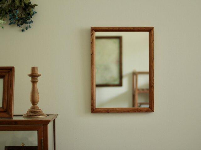 壁掛けの鏡 飴色縦長の画像1枚目
