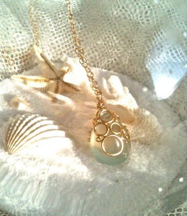 海の泡カルセドニードロップのネックレスの画像1枚目