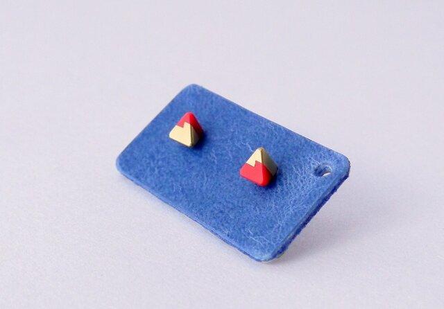 三角ピアス 赤x真鍮の画像1枚目