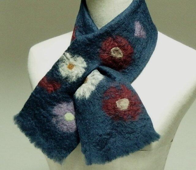 紺色に丸いお花のフェルトミニマフラーの画像1枚目